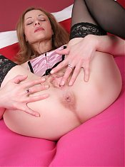 Horny mature slut loves playing with herself