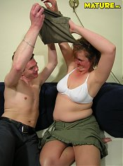 Mature housewife that just loves the cock