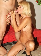 Blonde grandmas Ritta and Rosalie felt young and played nasty sex games in this old threesome live
