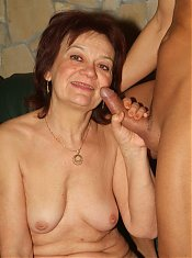 Sexy older babe Paula strips down to show her saggy breasts and fuck a younger dude on webcam